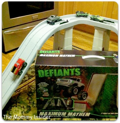 DEFIANTS 4x4 Maximum Mayhem Playset