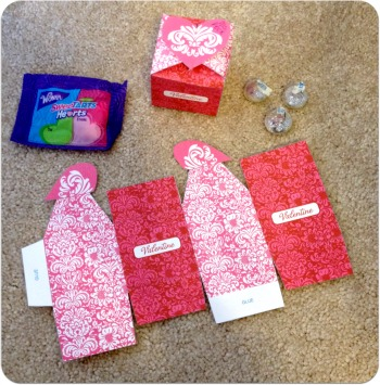 Easy Valentine's Day Craft: Valentine's Heart Clasp Box