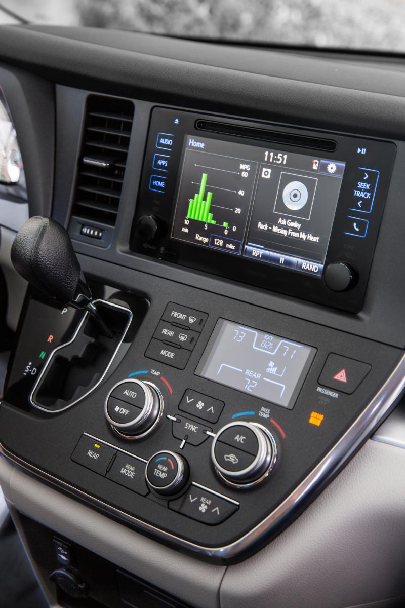 2015 Toyota Sienna Dash